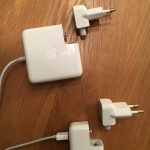 twee adapters van Apple